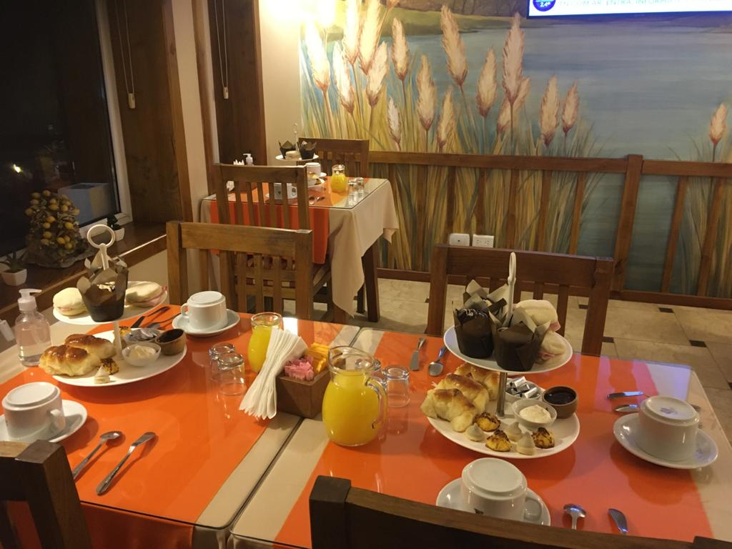 Hotel Bariloche AntuKuyen Desayuno