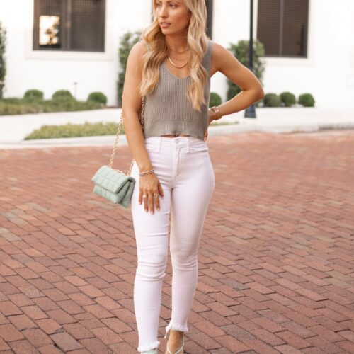 SPRING DATE NIGHT OUTFITS GREEN TOP WHITE JEANS