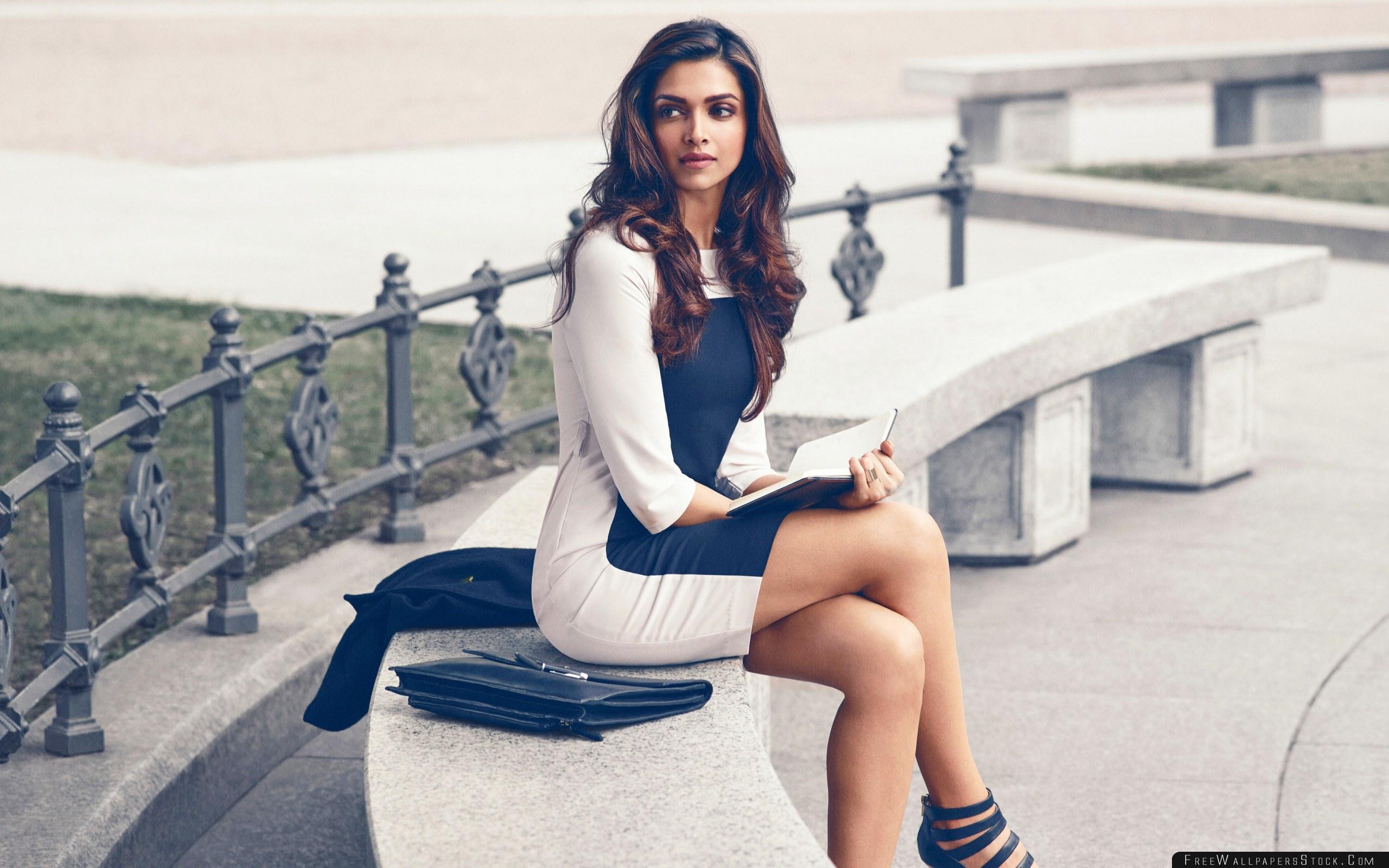 Download Free Wallpaper Deepika Padukone Bollywood Celebrities Girls Dress Book Photos Style