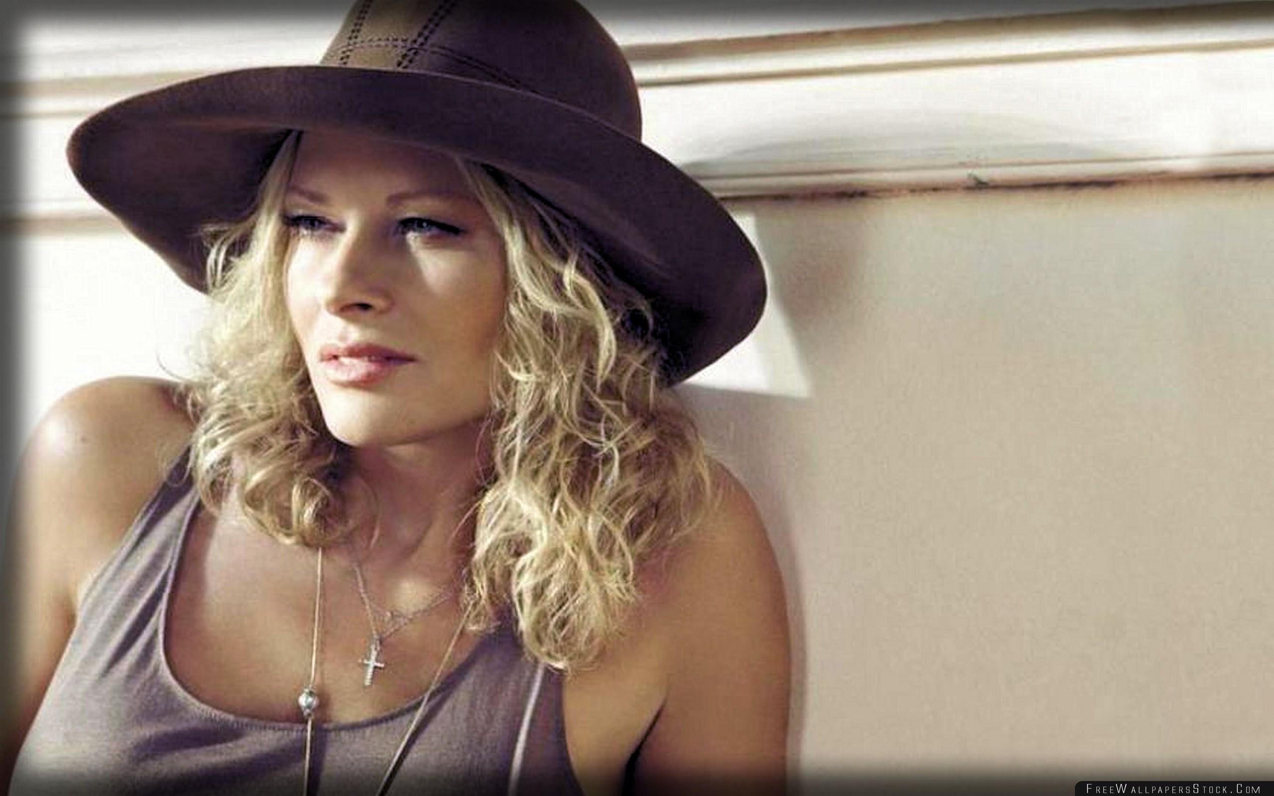 Download Free Wallpaper Urszula Hat Sunlight Cross Blonde