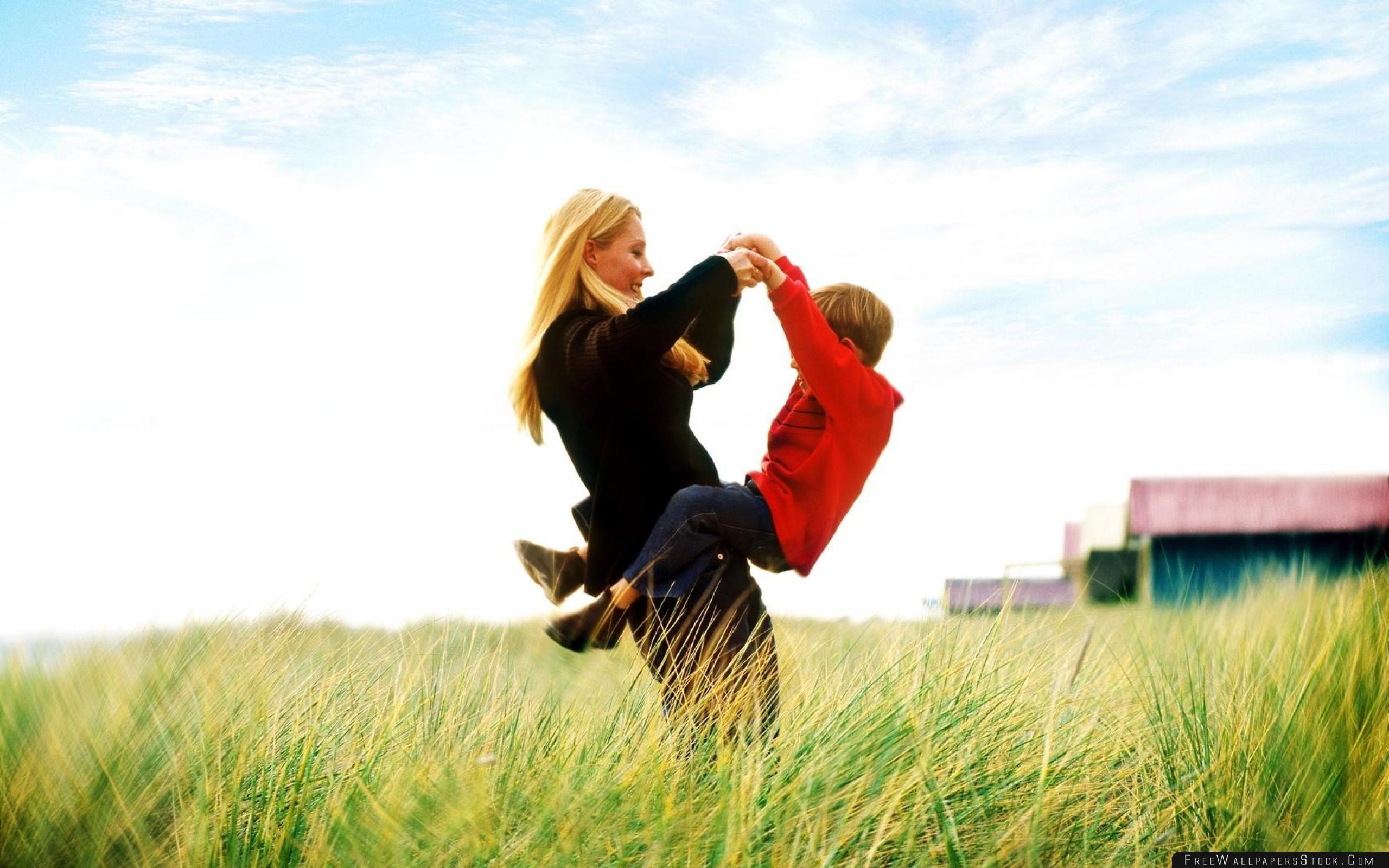 Download Free Wallpaper Woman Boy Grass Sky Joy