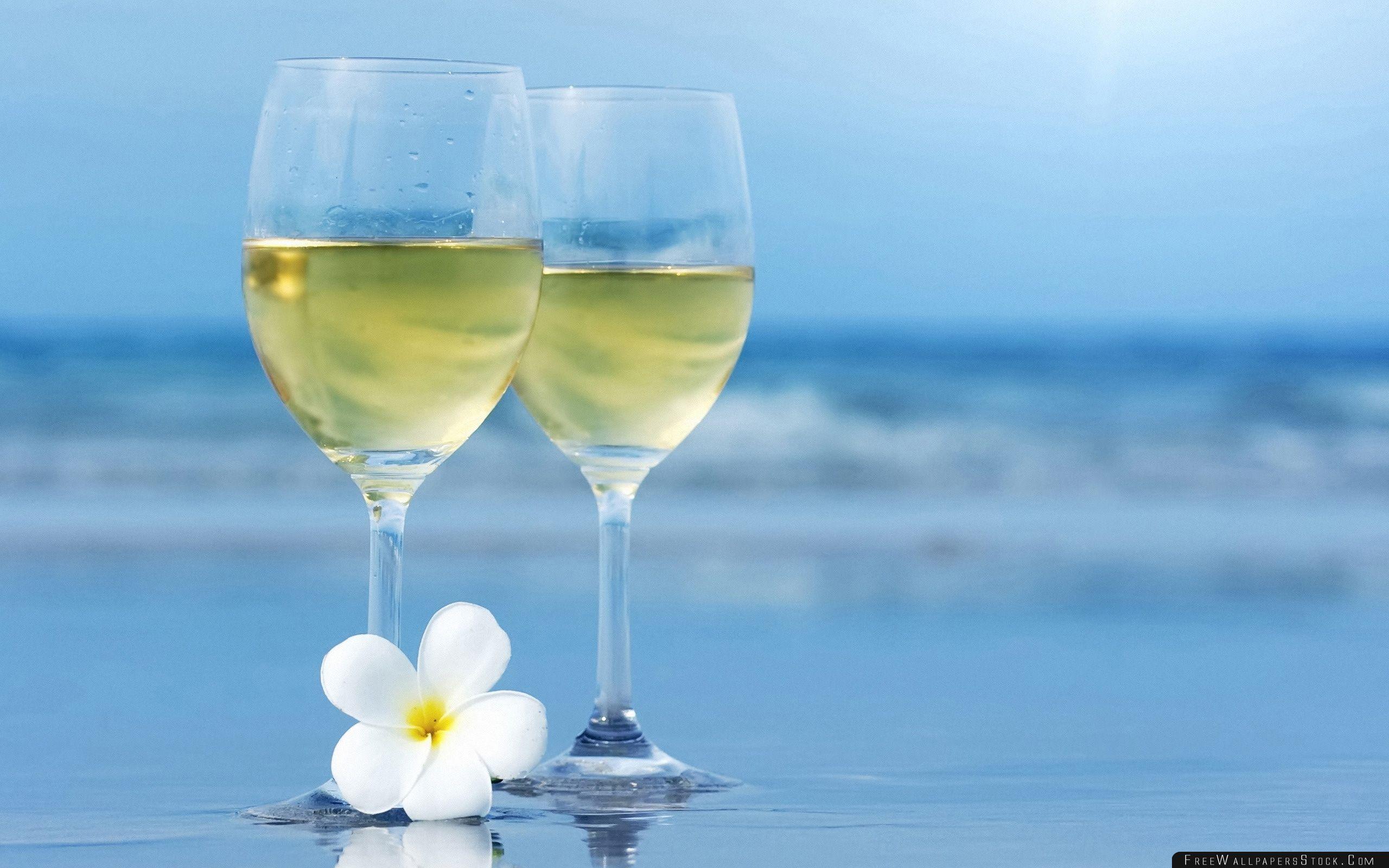 Download Free Wallpaper White Wine Glasses