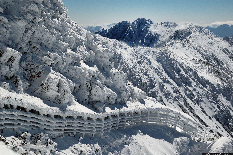 Download Free Wallpaper Winter Mountain Hiking