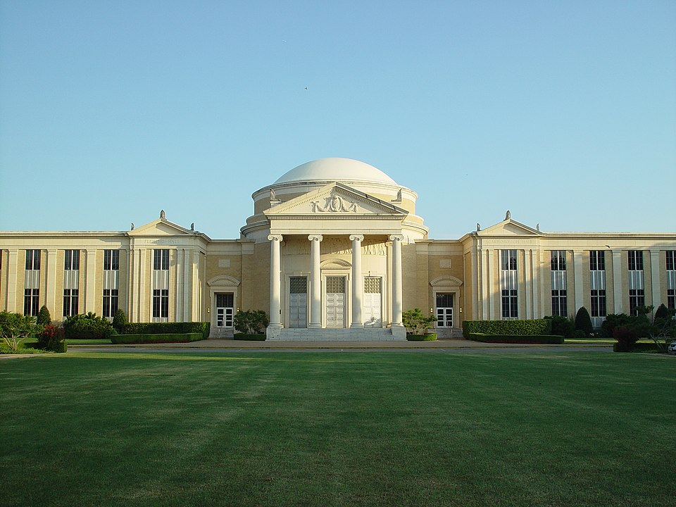 Baptist seminary eliminates 13 minorities, women faculty and hires 10 white males