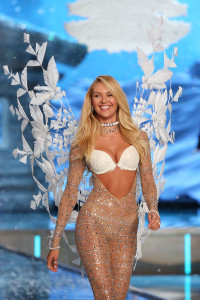 NEW YORK, NY - NOVEMBER 10: Model Candice Swanepoel walks the runway during the 2015 Victoria's Secret Fashion Show at Lexington Avenue Armory on November 10, 2015 in New York City. (Photo by Taylor Hill/Getty Images)