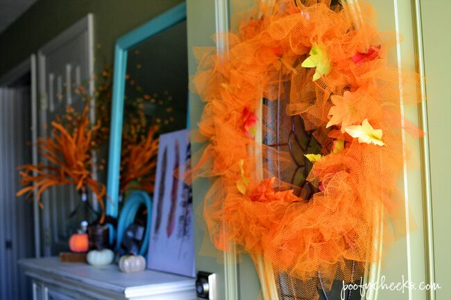 Visit our home decorated in aqua and oranges - Fall Blog Home Tour @poofycheeksblogVisit our home decorated in aqua and oranges - Fall Blog Home Tour @poofycheeksblog