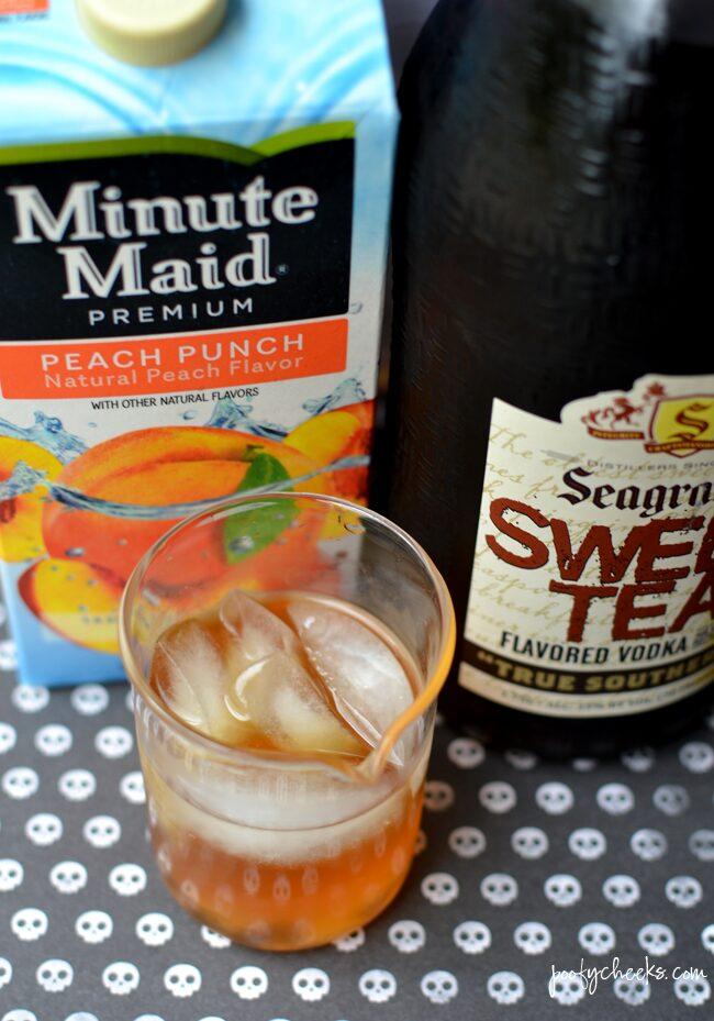 The perfect Halloween Drink - Potion Peach Tea