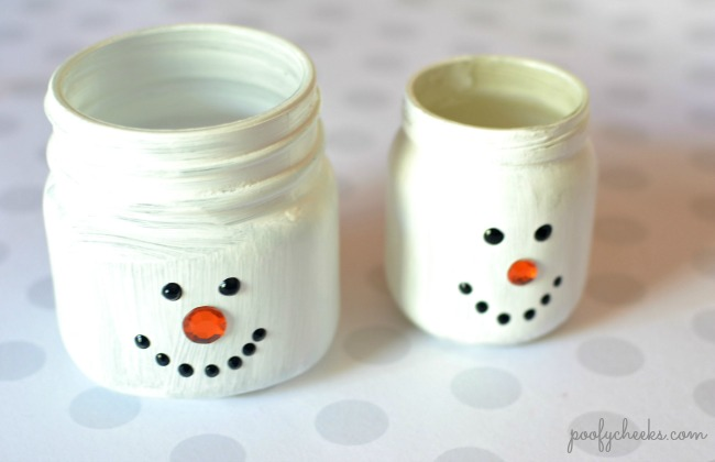 DIY Repurposed Glass Jar Luminaries - Turn glass jars into these cute snowmen!