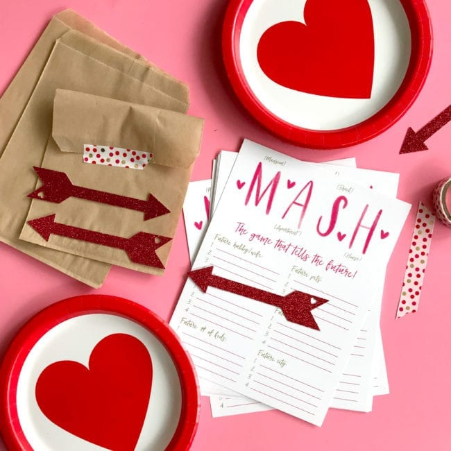 Arrow Valentine's Day Cut File for Silhouette and Cricut cutting machines. Grab the free instant download to get a DXF, SVG and PNG file. For personal and small business use.