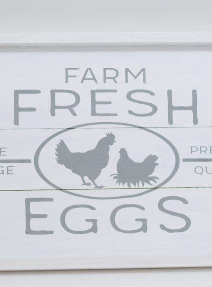 DIY Farmhouse Free Range Chicken Sign