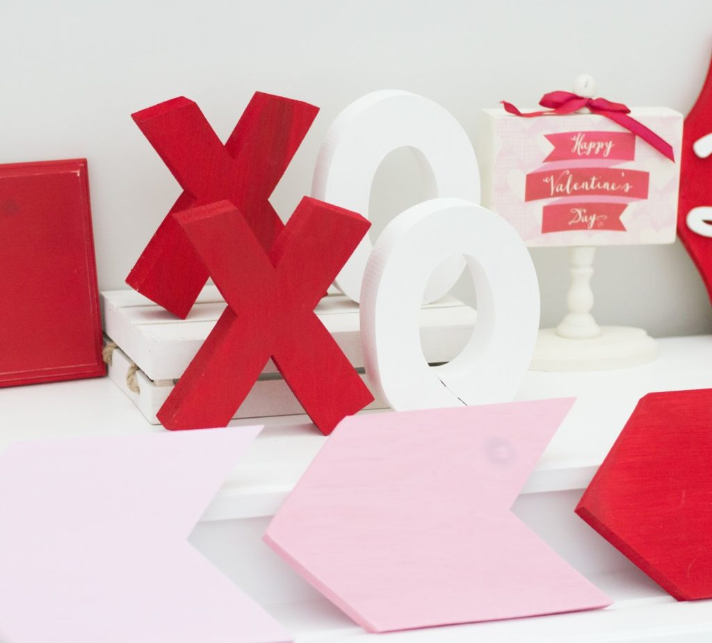 x's & o's valentines day decor