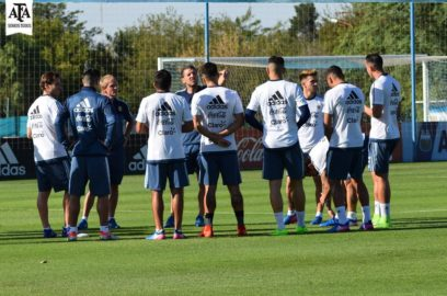 مدرب الأرجنتين يستقر على تشكيلته أمام تشيلي