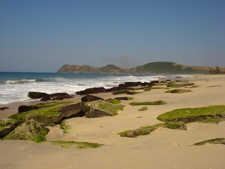 Beachrock de Jaconé, um dos locais que estaria dentro do Geoparque. Porto colocaria em risco vestígios históricos.