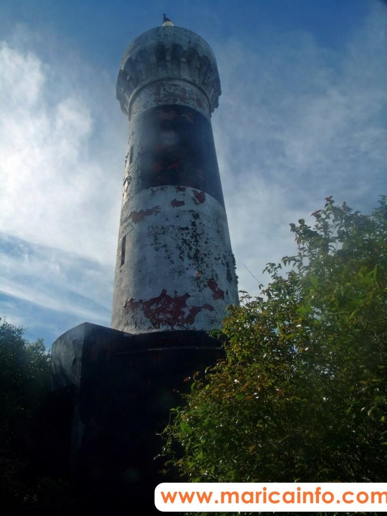 Farol da Ilha. A trilha é pela direita da ilha. Vale à pena! ;D (Foto: João Henrique | Maricá Info)