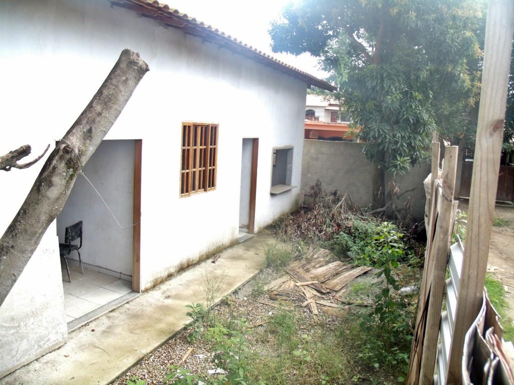 Novas instalações do Posto de Saúde de Inoã estão abandonadas. Moradores do local reclamam do consumo de drogas e da utilização do local para a prostituição. (Foto: Maxuel Moura | Maricá Info)