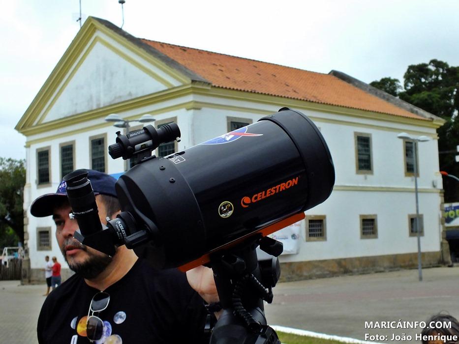 Observatório Na Praça conta com dois telescópios, um específico e preparado para observar o sol. (Foto: João Henrique | Maricá Info)