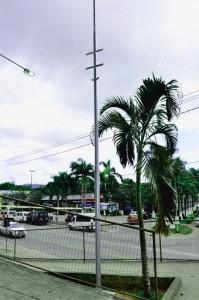 Postes, que já começaram a ser instalados no Centro, possuem sete metros de altura. (foto: Fernando Silva)