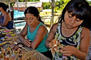 Indígenas mostraram artesanatos, que ficou a venda no local. (foto: Divulgação)