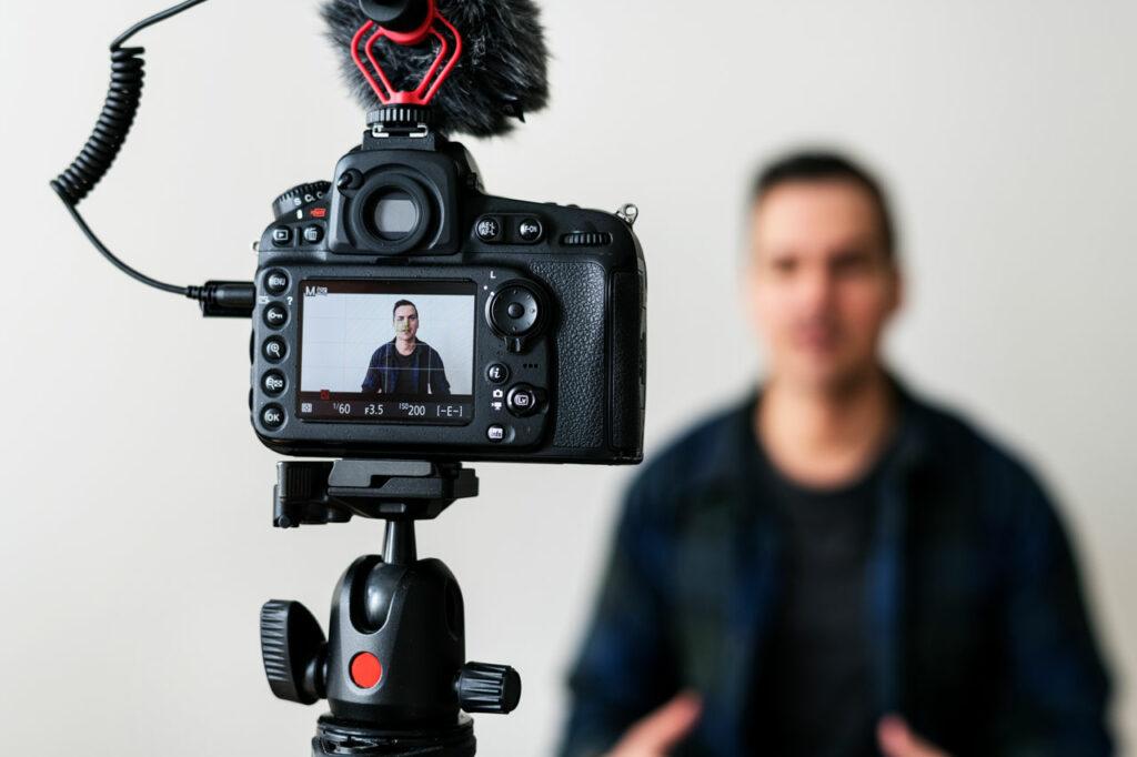 Blogger recording video content