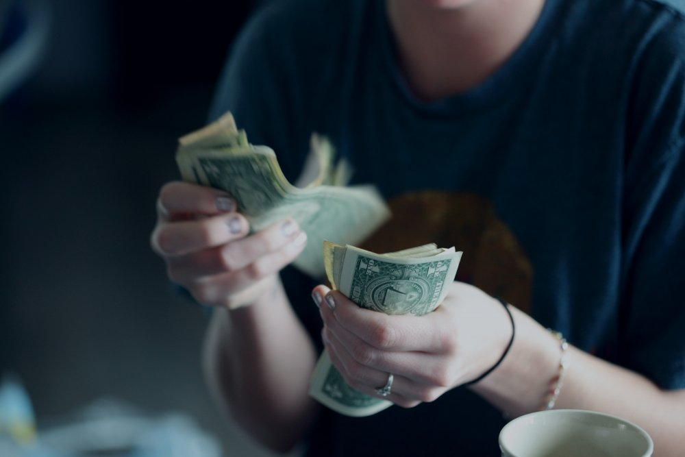 Read more about the article Running Out of Money While Traveling – What Solution you have?