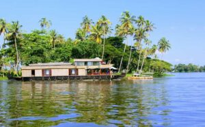 Read more about the article Kerala Backwaters Houseboat Guide for Honeymoon Couple | All You Need To Know