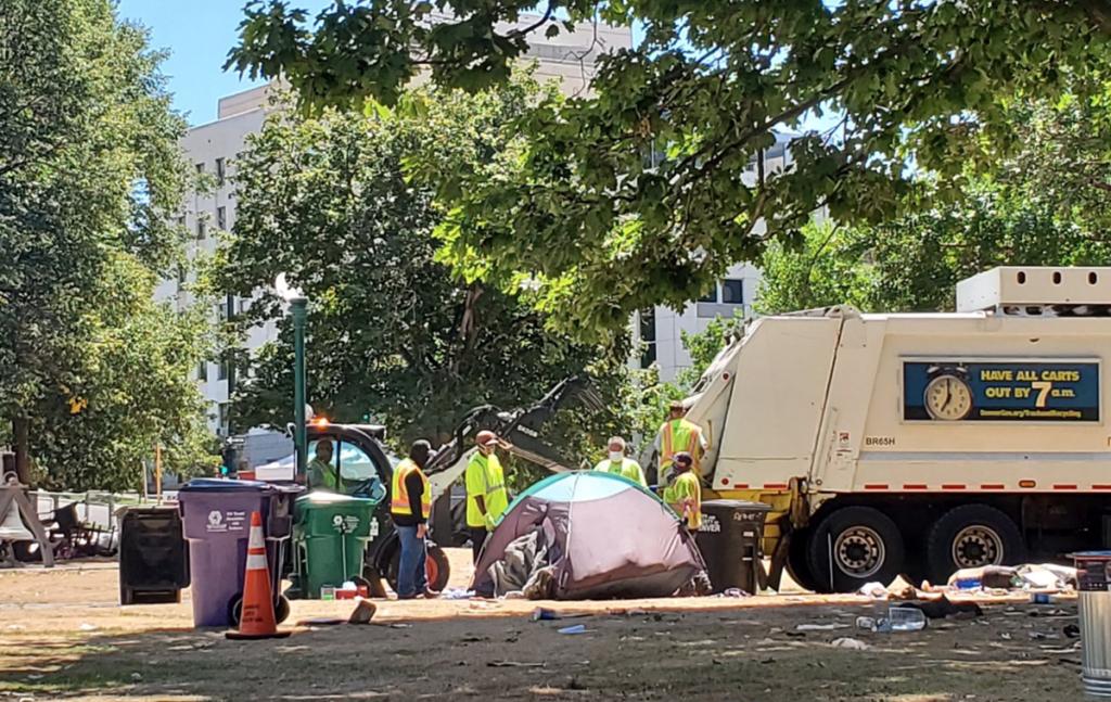 Desalojados ocupantes del Lincoln Park Lincoln Park Occupants Removed
