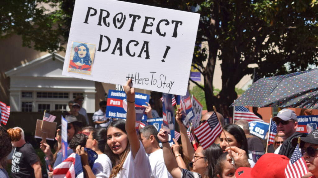 Denuncian obstáculos para aplicar a DACA