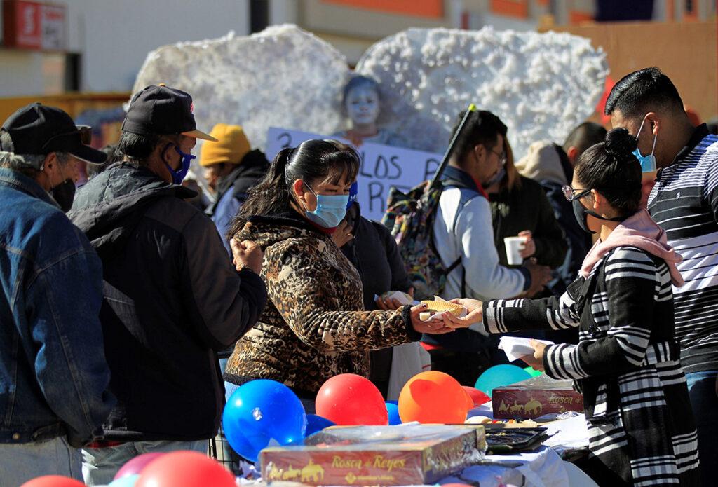 Regalan Rosca de Reyes en Ciudad Juárez
