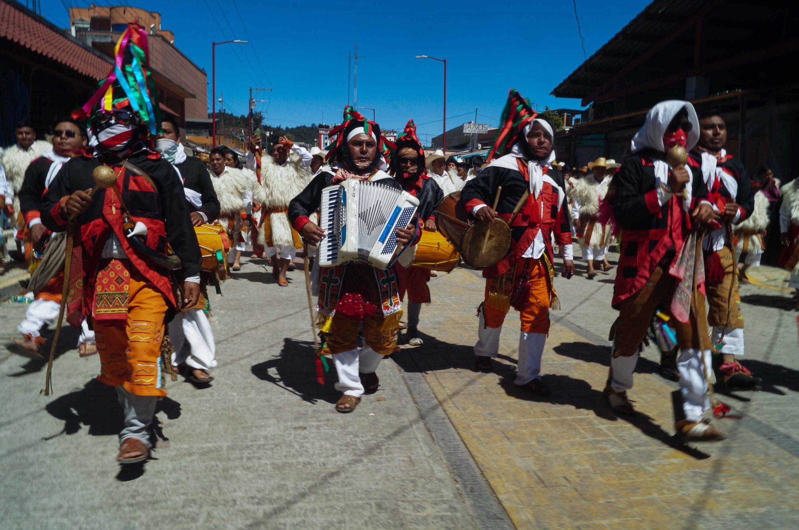 Pueblos indígenas celebran ancestral carnaval en sur de México pese al virus