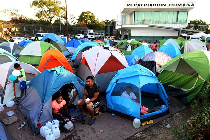 EE.UU. reabrirá los casos de los solicitantes de asilo devueltos a México