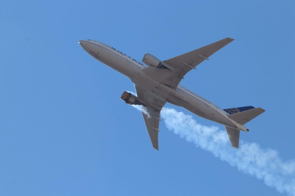 La FAA ordena inspección urgente por la falla del Boeing 777
