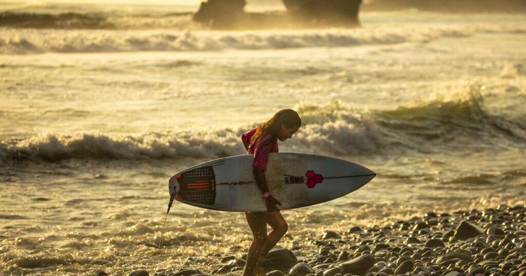 Homenaje a la surfista