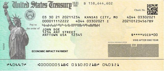 Cheques de papel y tarjetas de débito llegan a los contribuyentes