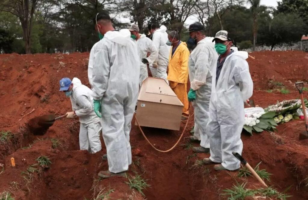 Un Brasil sin brújula roza los 300 mil muertos
