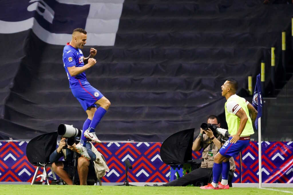 Cruz Azul empata récord de 12 victorias seguidas en la liga MX