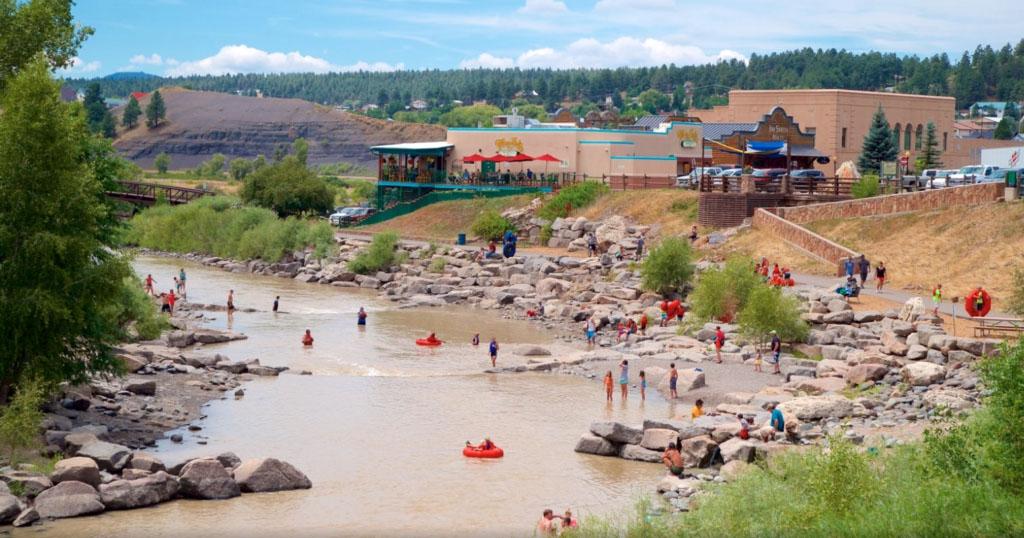 Red de comunicación hispana acelera vacunación en el sur de Colorado