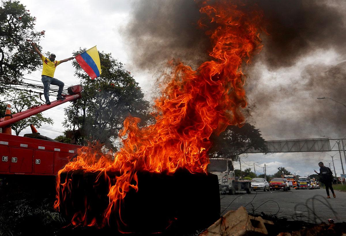 Colombianos se debaten entre la violencia y el llamado al diálogo