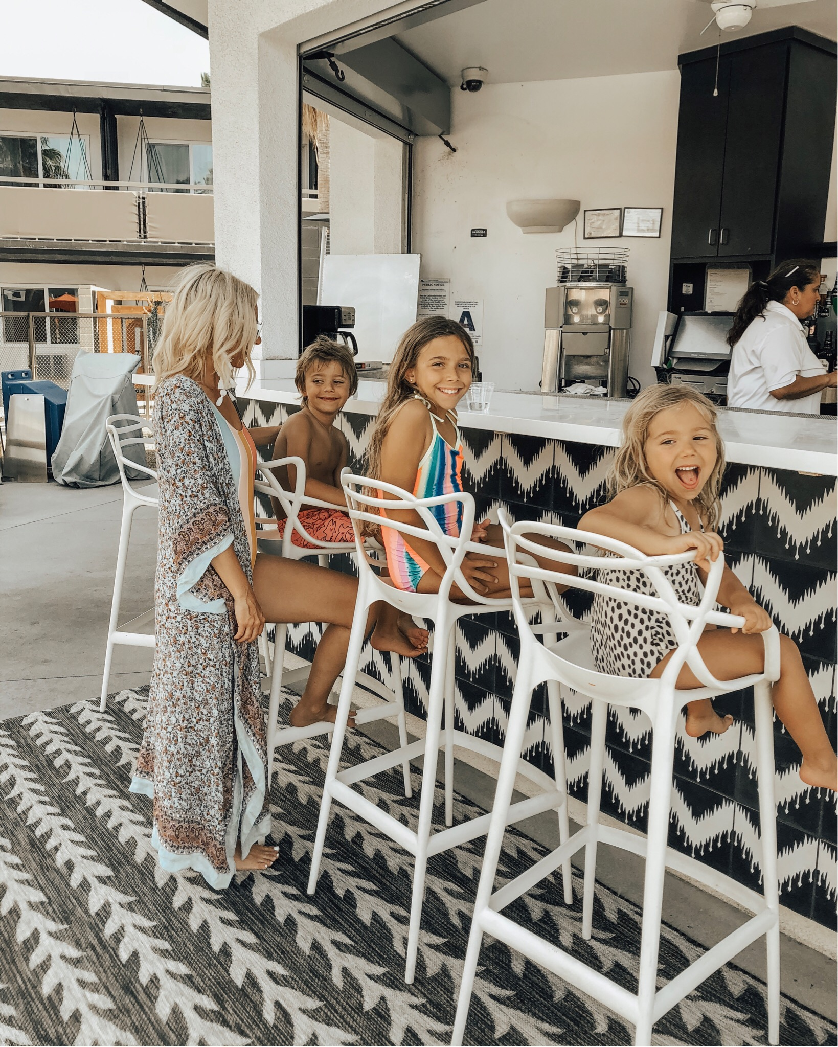 SPRING BREAK GETAWAY TO PALM SPRINGS- Jaclyn De Leon Style + Looking for an easy mini vacation somewhere warm? Palm Springs has the best boutique hotels with plenty of fun at the pool, good restaurants to eat at and warm weather.