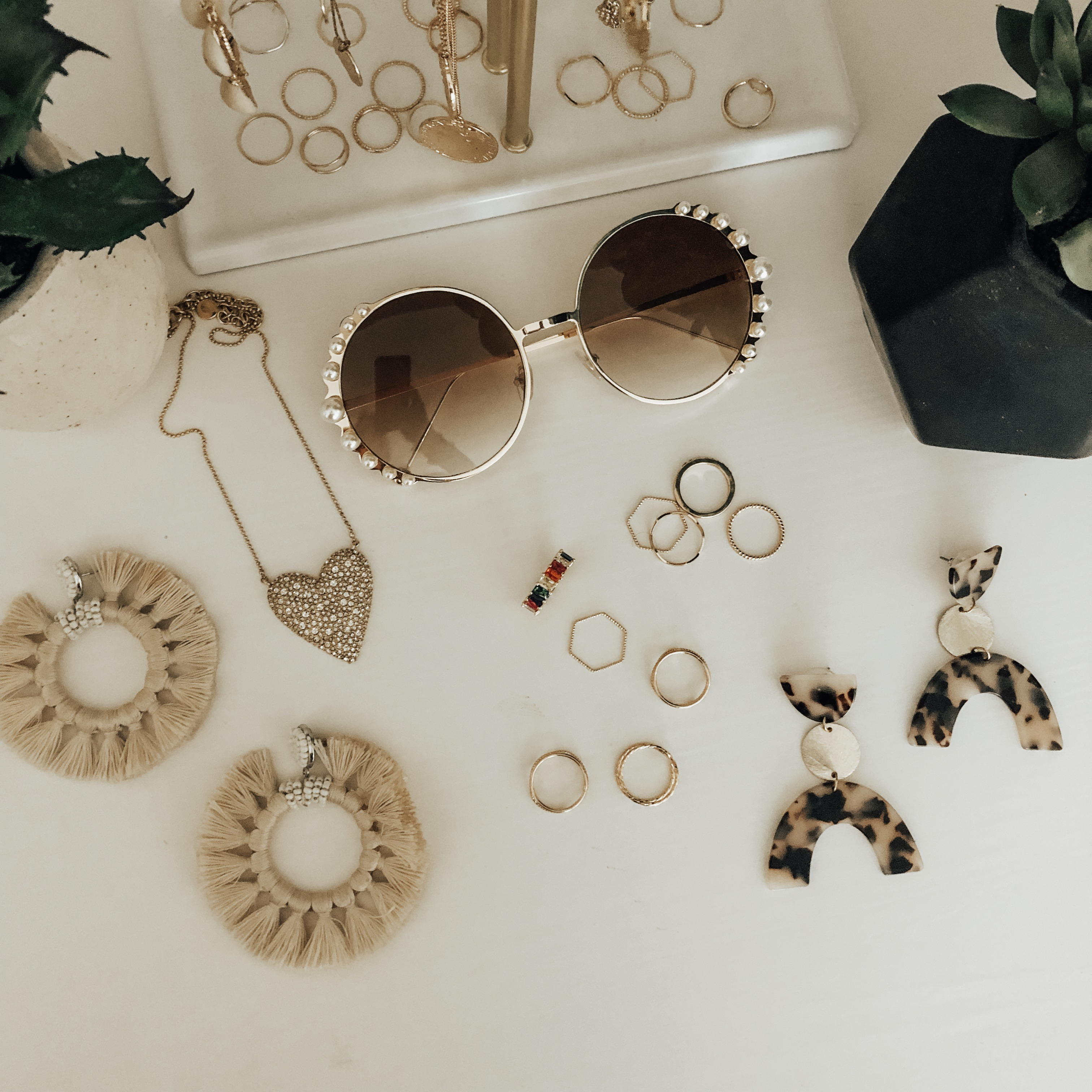 ALL THE CURRENT JEWELRY TRENDS + THE BEST AFFORDABLE DUPES- Jaclyn De Leon Style + I'm dishing on all my favorite current jewelry trends from statement earrins to delicate layering necklaces and finding all the best designer dupes!