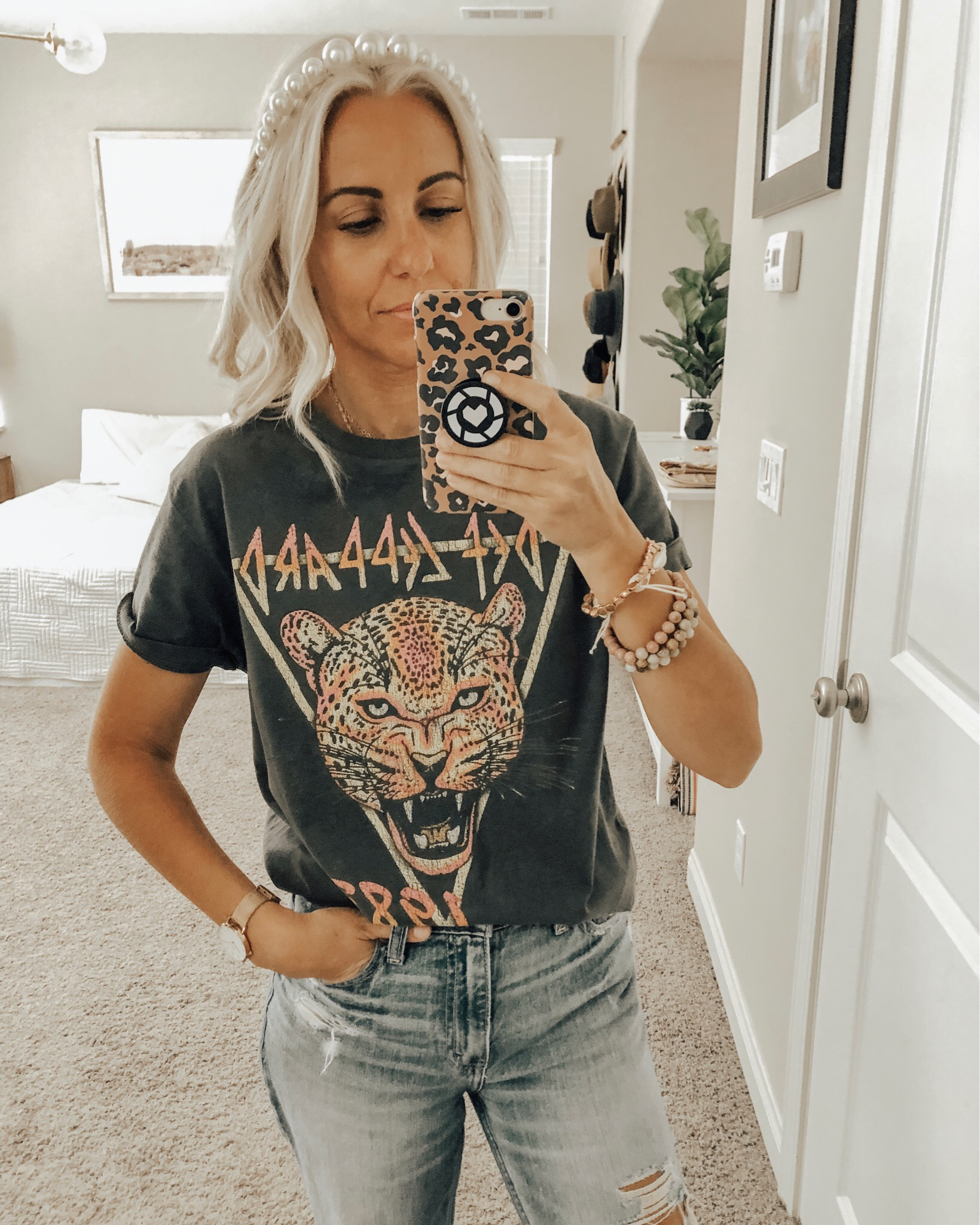 TOP 10 OF 2019- Jaclyn De Leon Style +Sharing the top selling items from 2019 including several Amazon finds, my favorite shoes, jewelry, graphic tees and of course my must have mom jeans.