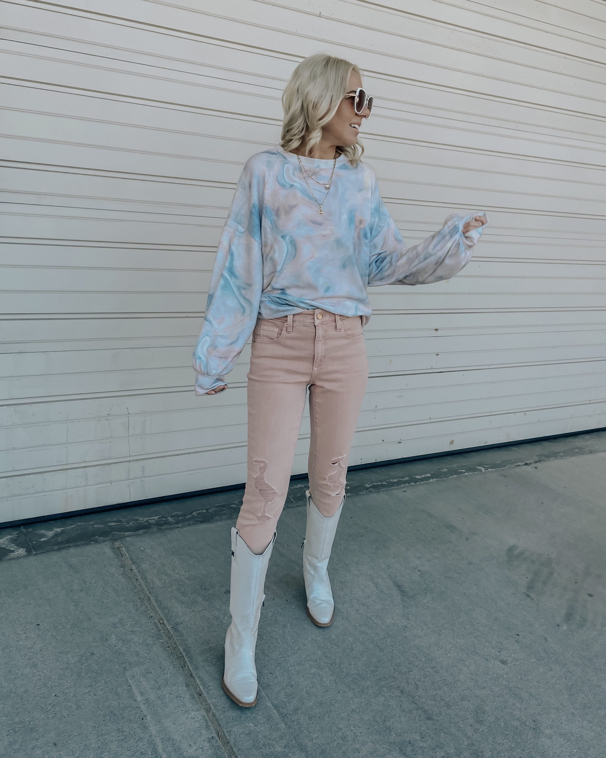 SPRING TREND ALERT: PASTELS- Jaclyn De Leon Style + the new color palette for spring is pastels and I couldn't be more excited about it. These pastel pink jeans are a new favorite and perfect for the season.