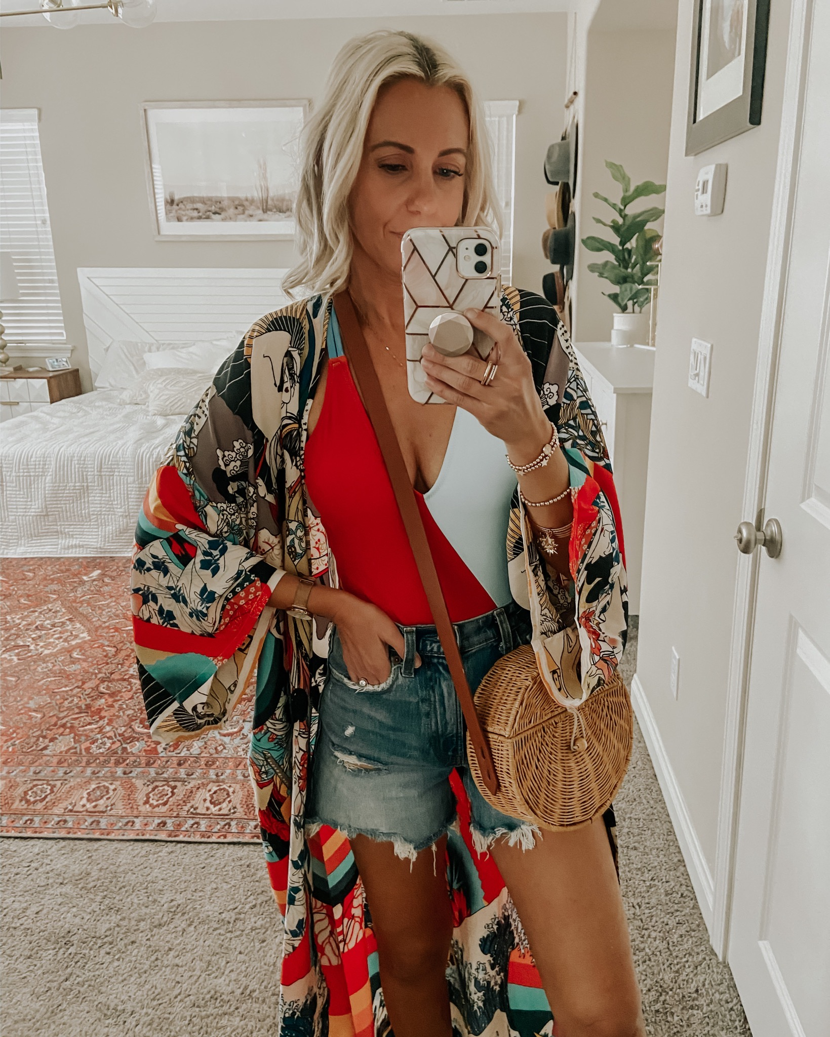 5 WAYS TO STYLE DENIM SHORTS- Jaclyn De Leon Style- Sharing a few different ways to style denim shorts from casual + cool to dressed up for date night