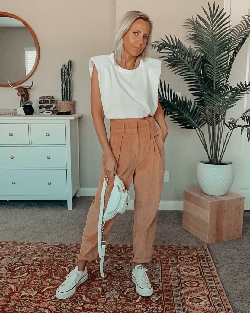TRENDING NOW- WHITE SNEAKERS- Jaclyn De Leon Style + sharing all the best white sneakers for Spring + lots of ways to style them