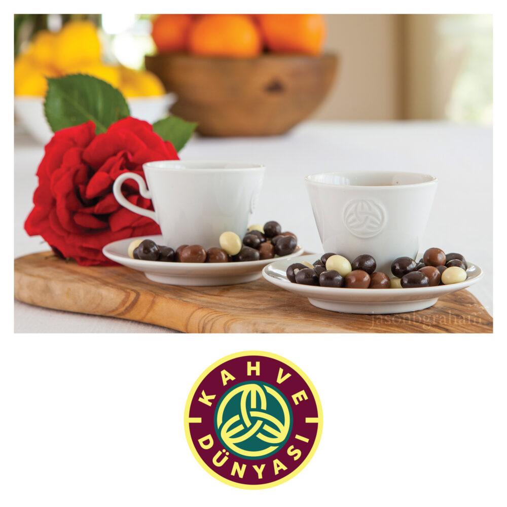 jason-b-graham-kahve-dunyasi-draje-with-coffee