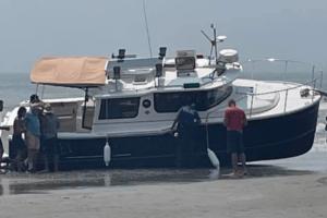 Boat Runs Aground in North Wildwood
