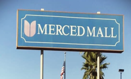 Store closing inside the Merced Mall