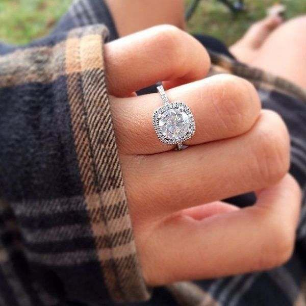 6 Things to Know if You Buy Your Engagement Ring Online