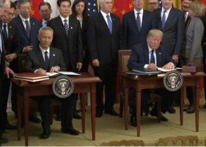 川普刘鹤签署中美协议