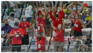 加拿大人欢呼华裔女孩获得奥运金牌