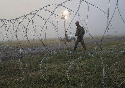 巡逻警察 - 边境墙 - 中国人拿到墨西哥签证后偷渡美国